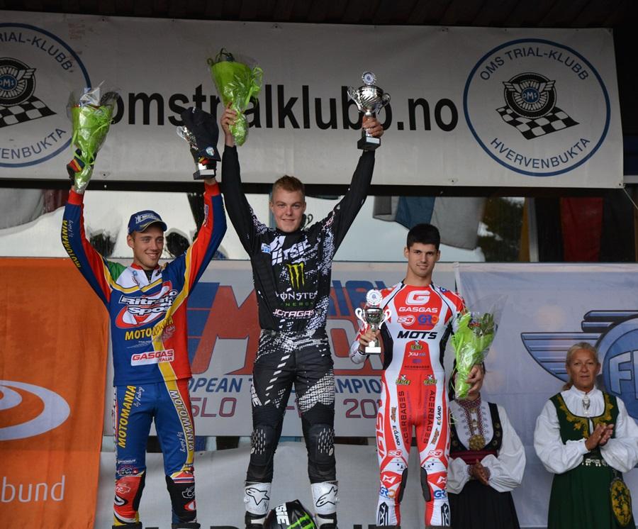 podium-senior