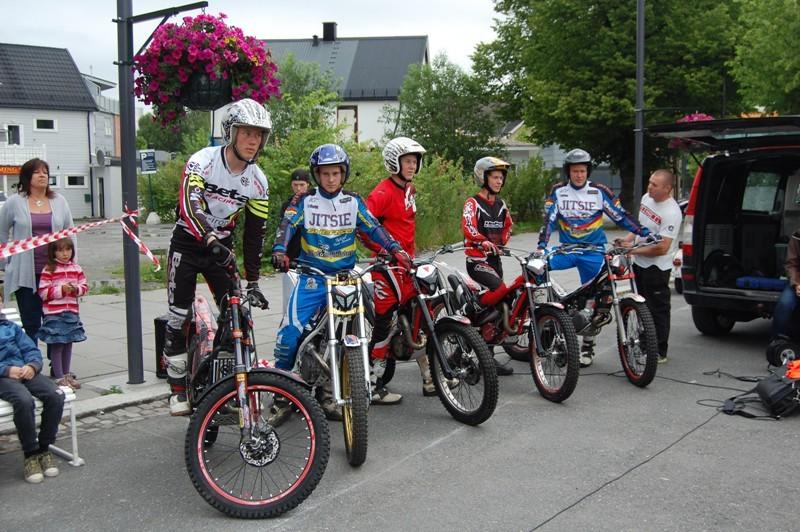 Deltakerne i høydehoppkonkurransen før start