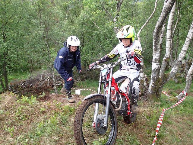 Nikolai Kristiansen tok seieren i B. Her i seksjon 5. Foto: Marianne Kristiansen, som har lest værmeldinga og skaffet seg vanntett kamera!
