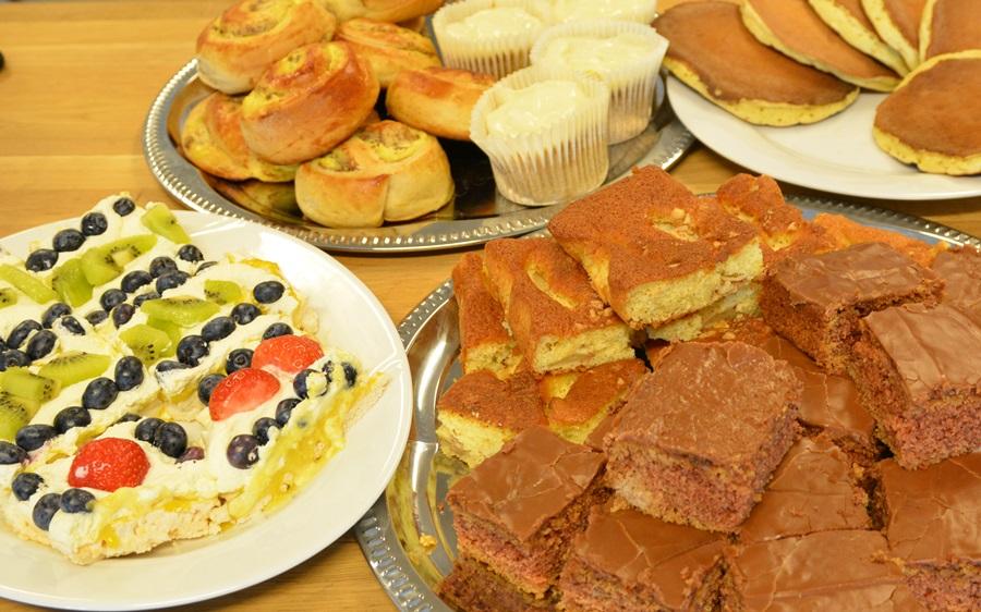 bildet viser ulike typer kake i kiosken