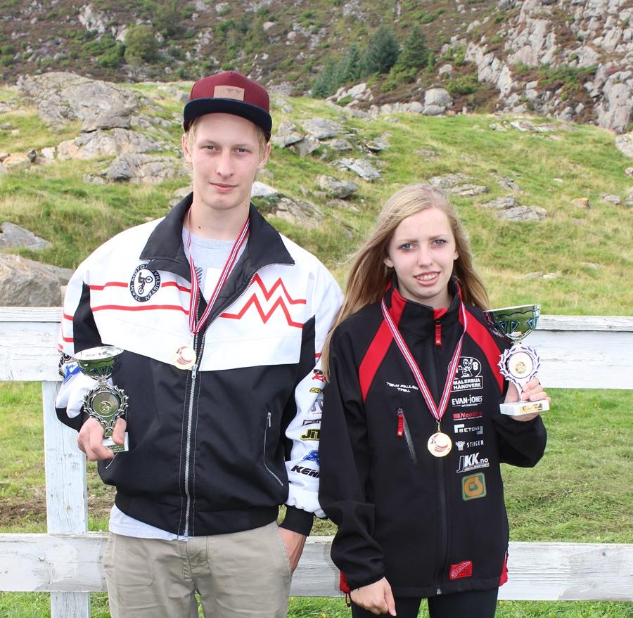 Sander og Seline Meling ble kretsmestre i hver sin klasse. foto: Oddvar Meling