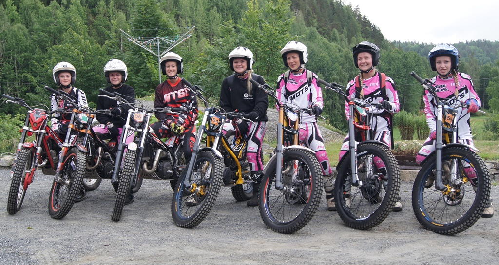 Maren Webb Dahl, Ingvild Webb dahl,  Hanne Haga, Mette Fidje, Maritha Christensen, Kristina Bakurowitz og Seline Meling.