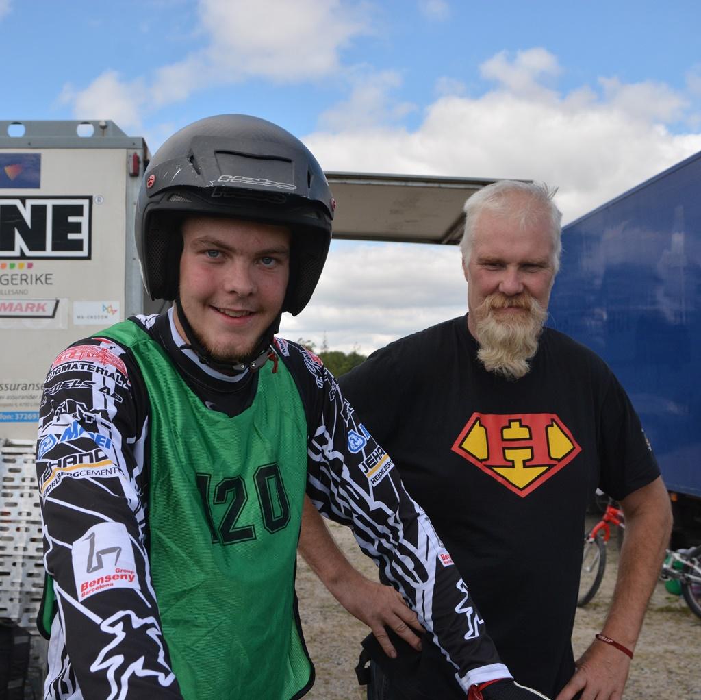 Far og sønn Karlsson! Eddie samler nå også til like bra skjegg?