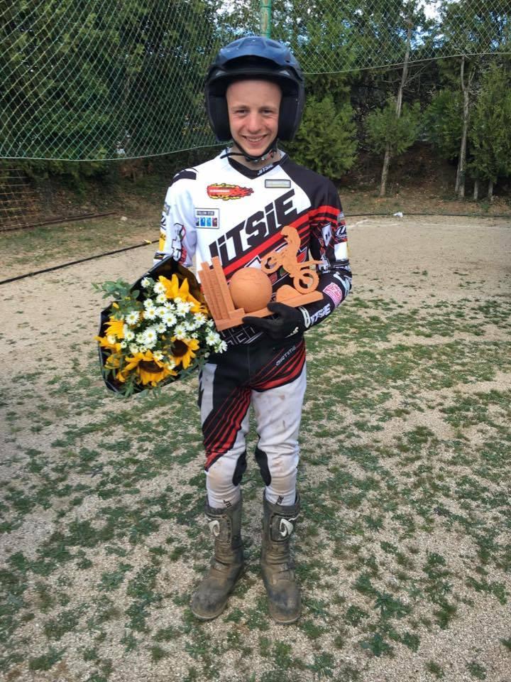 Lykkelig Mikkel Brade som tok Danmaks første offisielle pallplass i et FIM internasjonalt statusløp! Foto: DMU
